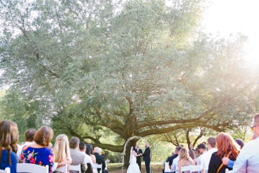wedding photographer at milton ates ranch wedding barn