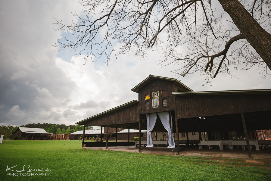 pensacola wedding photographer at barn at water oaks farm