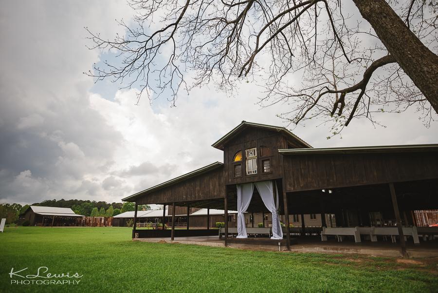 pensacola wedding photographer at barn at water oaks farm