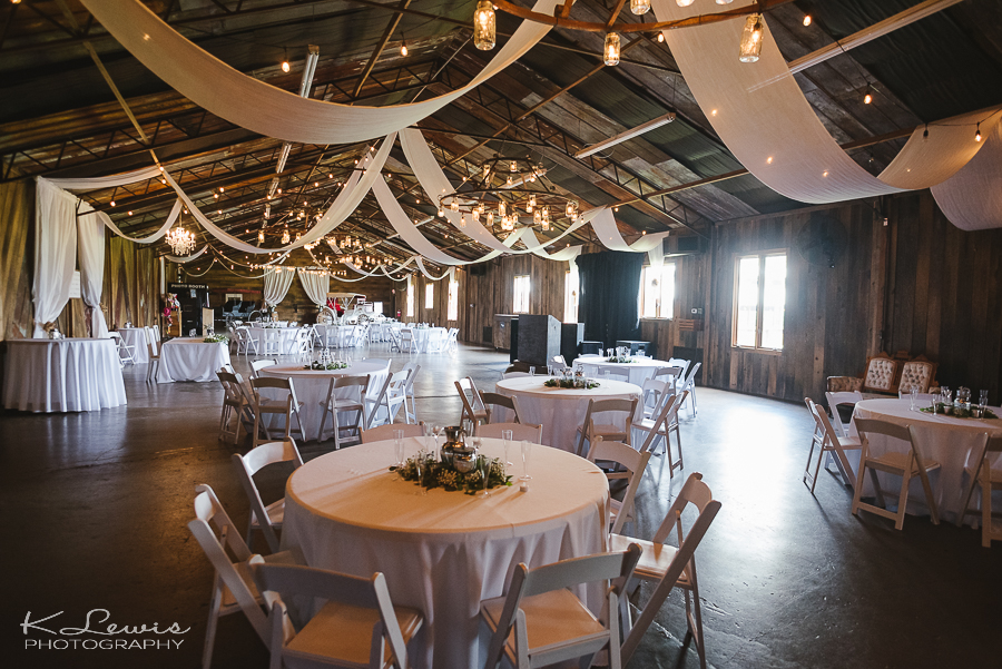 rustic barn at water oaks farm wedding photos