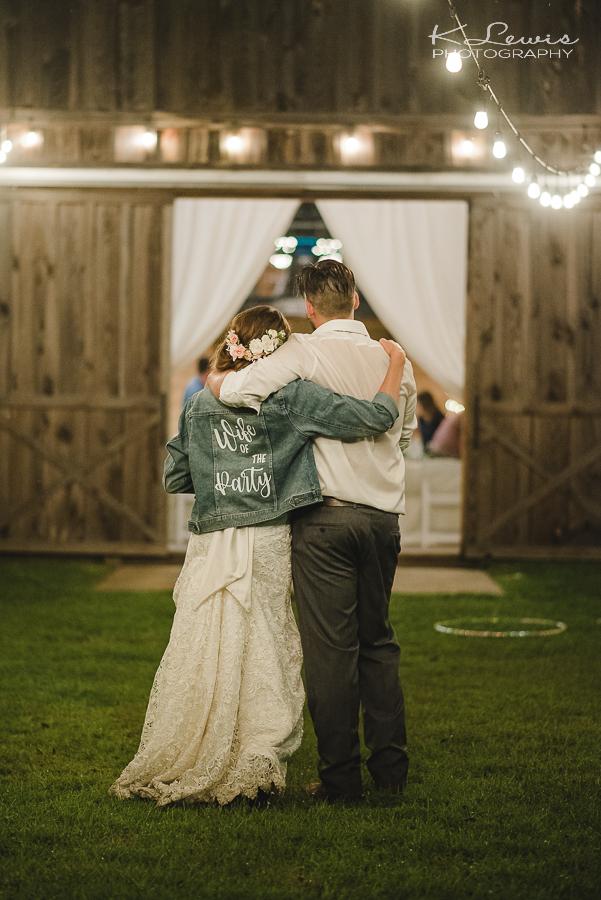 ates ranch wedding barn wedding reception photos