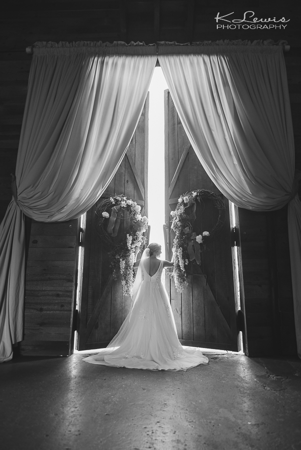wedding photographer at the barn at water oaks laurel hill