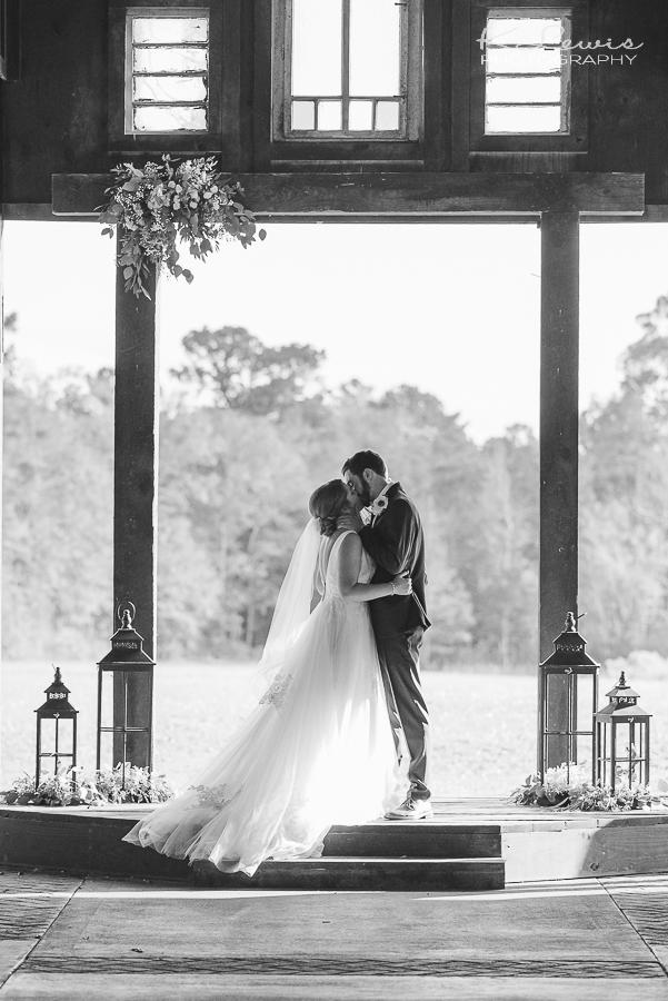 the barn at water oaks wedding photographer laurel hill