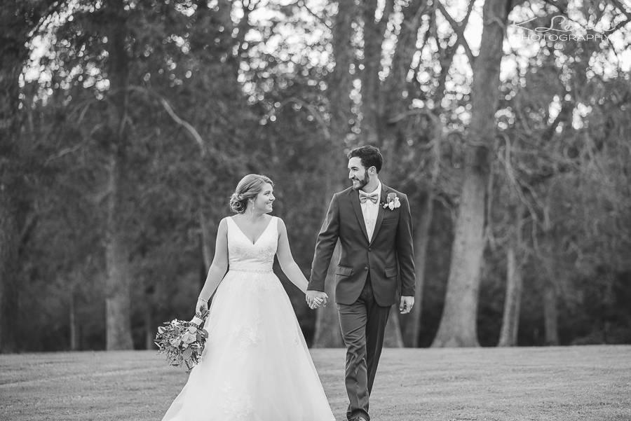 barn at water oaks wedding photography laurel hill