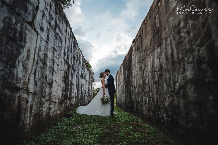 wedding photos at the barn at water oaks laurel hill