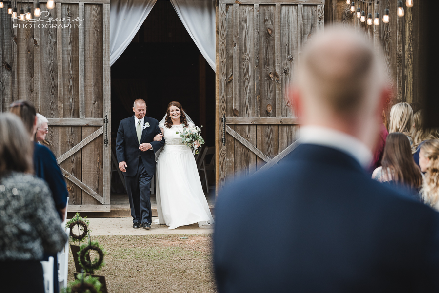 wedding photos at ates ranch wedding barn