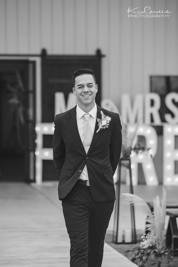 dallas tx wedding photographer at davis and grey farms