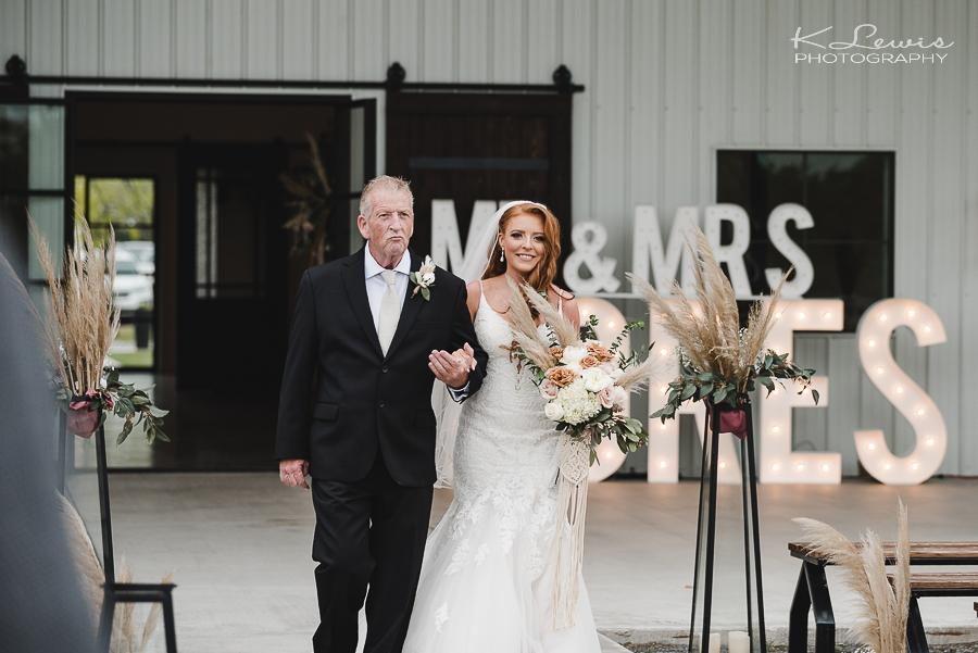 north texas wedding photographer at davis and grey farms