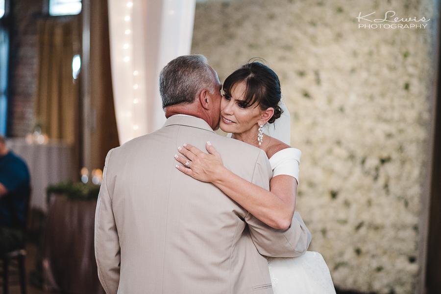 pensacola fl wedding photographer at seville square wedding